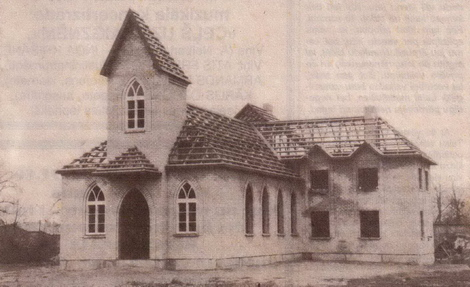 Dundagas baptist baznīca vēl bez jumta seguma.