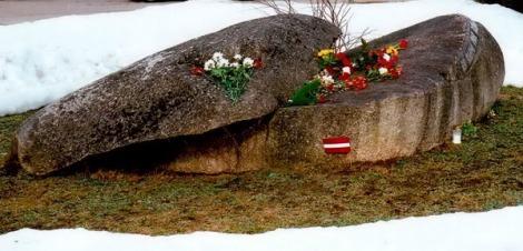 Šķeltais akmens.