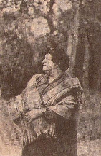 Kultūras nama direktore V. Bernāne Dundagā strādā gandrīz ceturtdaļu gadsimta. O. Lūša foto.