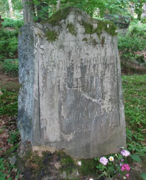 Dundagas pagasta celtais piemineklis A. Sokolovičam Anstrupes kapos 2013. gada vasarā