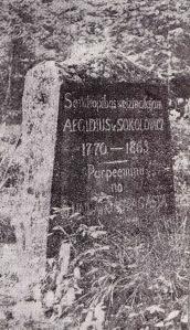 Dundagas pagasta celtais piemineklis latviešu draugam un zemkopības veicinātājam A. Sokolovičam viņa atdusas vietā Dundagas kapos.
