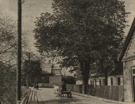Galvenā iela, kas cauri Dundagas centram aizlokās pāri ēnainajiem upes līčiem