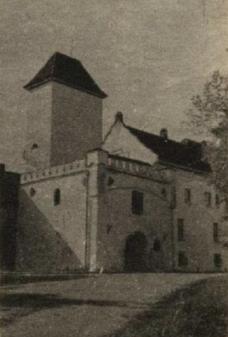 Dundagas senā bruņinieku pils, kuras biezie mūri glabā daudz teiksmainu noslēpumu.