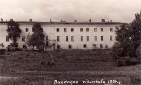 Dundagas vidusskola 1954. gadā